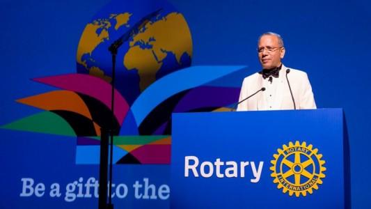 """Il Presidente 2015/2016 del RI, K.R. """"Ravi"""" Ravindran - """"Siate dono nel mondo"""""""